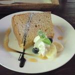 エッセンス -  ケーキセット ¥1000のケーキ(キャラメルバナナシフォン)