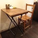 27671889 - 豆屋さんに併設されたcafeはテーブルが2つ