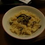 酒讃家 -  山菜炊き込み御飯・・このまま食べると普通に美味しいけど、マムシの出汁をかけろっていうもんだから、チョット不安・・( ̄◇ ̄;)