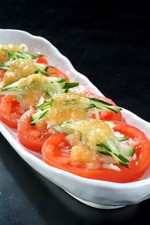 黒毛和牛焼肉 うしくろ - 特製ドレッシングでトマトサラダ