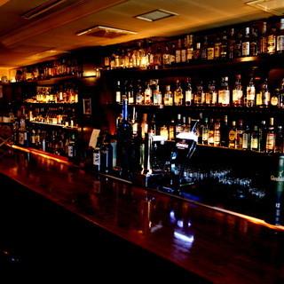 道頓堀川沿いに佇む本格Bar