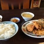 華園 -  日替わり、から揚げと、ニラ野菜炒め定食