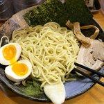 麺屋 桑田 - 麺。サーフボードと海岸の松(笑)。