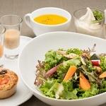 ビオクラスタイル クッキングスクール カフェ - 彩り野菜のたっぷりサラダディナー