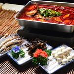九龍城飯店  - やみつきの麻辣焼魚 具を追加しながら楽しめる新感覚火鍋式魚料理
