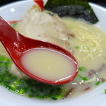 豚骨らーめん村長さん - 豚骨の旨みが濃厚なスープ