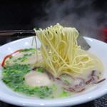 豚骨らーめん村長さん - 小麦香る細ストレート麺