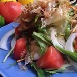 でん - サラダは自家農園の野菜がたっぷりです。