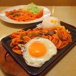 ジョイフル - 料理写真: 手前:鉄板ナポリタン&ライス、奥:サラダ&ナポリタン