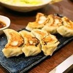 餃子のさんくみ - 2014.5 チーズ餃子(3個360円)、ニンニク餃子(3個360円)