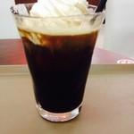 ホリーズ・カフェ -  ウィンナーアイスコーヒー。