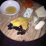 Veuve - チーズの盛合せ