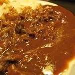 小ぶね - お皿からこぼれんばかりのブラウンソース。  芳ばしくてコクがあって、深みのある味わい。