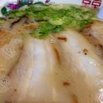 27751226 - いい感じの色合いスープ!!凄いバランスの良さ♪塩分大目は好きですよ~