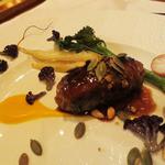 レストラン マノワ - 鹿とフォアグラ(ミンチ肉)のパイ包み焼き、ねずの実の香り 赤ワインソースで
