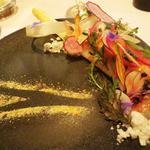 レストラン マノワ -  前菜 ホワイトアスパラのコンフィ・根菜園・帆立のミキュイ'華'