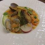ビストロ・エピ -  真鯛のポワレとアサリの白ワイン蒸し トマトとハーブのバターソース^^