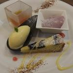 ビストロ・エピ -  デザート 4種類 あんずのコンポート、マンゴのシャーベット、タルト、アイス