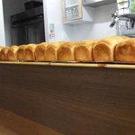 ビストロ・エピ -  epiのオリジナルのパン^^カウンターに並んでます^^購入ができます^^