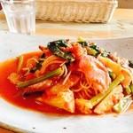 カフェ・ド・バーグマン - 料理写真:自家製ベーコンと菜の花とカリフラワー オーガニックのトマトソース。