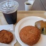 箱根ベーカリーセレクト - (2014/4月)アイスコーヒー、三島コロッケ、カレーパン、お茶栗あんぱん