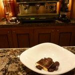 ラ・メゾン・デュ・ショコラ 丸の内店 - 飲み物につくショコラ