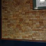 27760248 -  店内の壁はワインのコルク栓