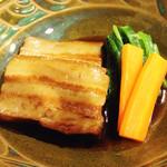 しむ -  らふてー。                             ご存じ、沖縄風豚の角煮。                             とーっても上品な薄味です。