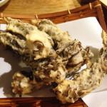 しむ -  すぬい天ぷら。       もずくのかき揚げです。