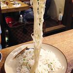 しむ -  ソーミンチャンプルー。       葱と塩味だけのシンプルな炒め素麺。