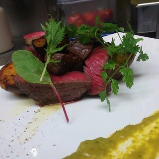 シェフが選んだ良い食材を使って、時間と手間をかけた料理の数々