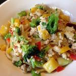 GnamGnam - 鶏のラグー、彩り野菜とちょっとチーズのペペロンチーノ