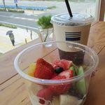 SEA DAYS -  季節のフルーツボウル 750円(税抜き)&ドリップコーヒー(アイス)350円