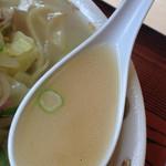 あっぱれ食堂 -  スープは、あっさりで、やや甘い。 食堂系チャンポンの味です。