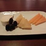 バー アンダンテ -  チーズの盛り合わせ