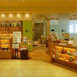 茶語 - デパートの中のカフェ。店頭で販売、奥にはカフェスペースが。