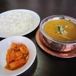 ウェルカムネパールレストラン -  ダル(豆カレー)・バート(ごはん)&アチャール(漬物)