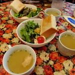 ハンプトンコート -  サラダとパンとスープ ランチ