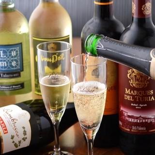 ワインに自信あり!豊富な赤、白とシャンパン&スパークリング