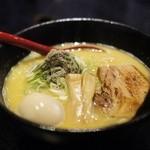 麺屋 吉宗 -  鶏濃厚魚介にぼしらーめん