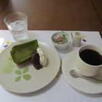 グルテンフリーCafé RiceTerrace かまくら -  抹茶シフォン(おぐら餡添え)とホットコーヒー