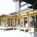 鎌倉 松原庵 -  テラス席から見た建物