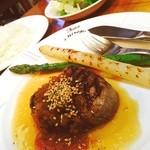 メナージェ - 昨日の夕食はお肉が食べたくて老舗の洋食屋さんへ☻10年以上前から知ってたと思うけど初めての訪問♪ ヒレステーキ120g アスパラも美味しい꒰#'ω`#꒱