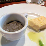 27791618 -  デザート(吉田牧場のリコッタチーズとセモリナ粉のケーキ、黒胡麻プリン)