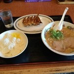 天下一品 - 料理写真: 餃子定食930円こってり選択