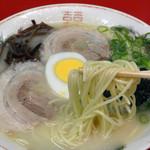 久留米屋ラーメン - 中太ストレート麺