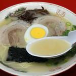 久留米屋ラーメン - スッキリした豚骨スープです