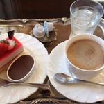 パティスリー・デリス - ケーキ370円、しっとりチョコ130円、アメリカン380円  撮影2014年6月1日