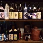 小野田商店 - 焼酎がたくさん並んでいるぜ!