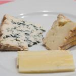 ディーバ -  7)チーズ盛合せ(デセール盛合せとの選択)